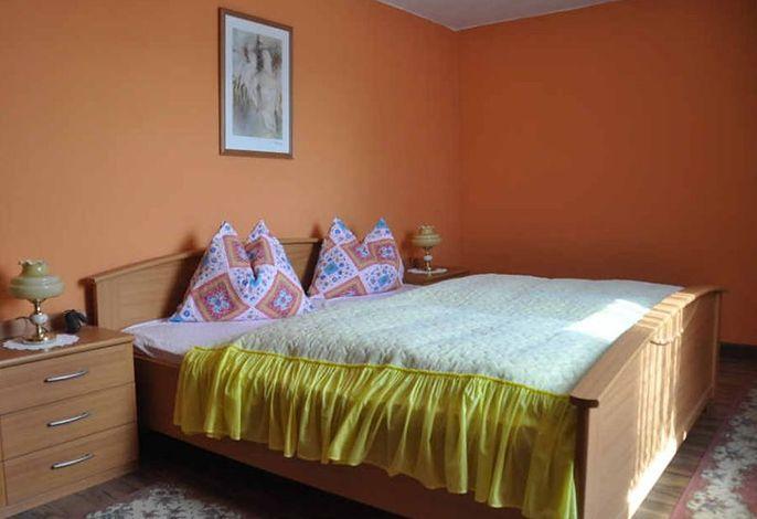 Erstes Schlafzimmer mit 21 m²