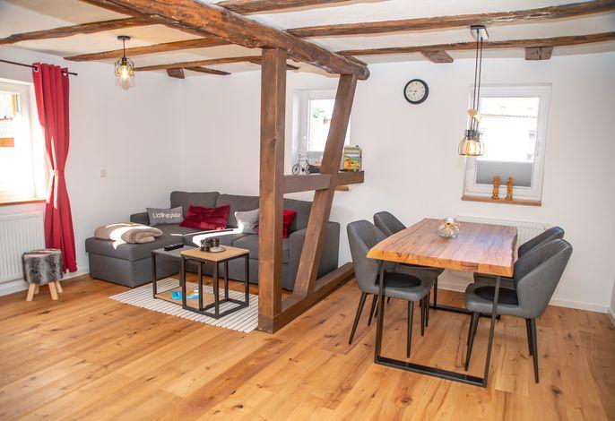 Wohnzimmer mit Echtholzparkett Eiche