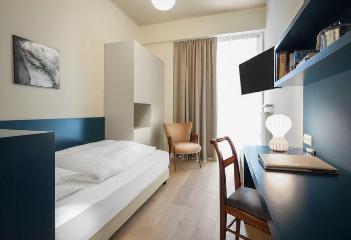 Ihr Hotel im Herzen Merans. Das familiengeführte und in Jugendstil erbaute Hotel liegt in unmittelbarer Nähe der Promenade, der Einkaufsstraße und des Thermalzentrums.