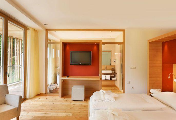 Es ist ein feines Hideaway in herrlicher Lage in Völlan-Lana nahe Meran: das Vier-Sterne- Superior-Hotel Der Waldhof.