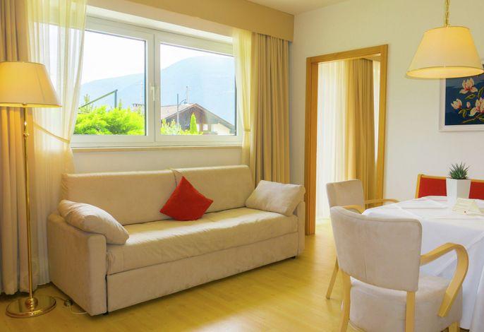 Ein traumhafter Ausblick, ein kleines individuelles Haus, ein gemütliches, modernes Ambiente sowie Gastgeber aus Freude machen den Aufenthalt einmalig. Fit & ge(h)sund - wir begleiten Sie durch unsere traumhafte Bergwelt.