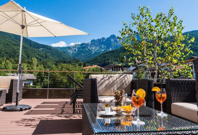 Blick von der Terasse auf die Olanger Dolomiten