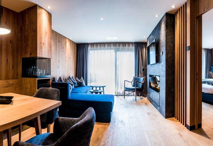Traditionsreiches elegantes Hotel  zentral aber ruhig gelegen, 150m von Pisten entfernt. Neuer Spa-Bereich mit 32° beheiztes Panorama außen- und  Hallenbad, Salzwasserbad und Salzgrotte, Vulkania Dampfbad, Fitnessraum, Konferenzsaal. Angebot von Day SPA