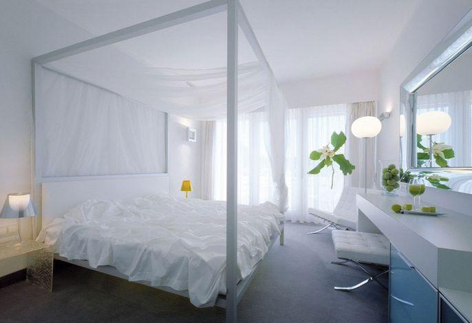 Das Lifestyle und Boutique Hotel Aurora liegt direkt im Zentrum von Meran. Es ist das einzige 4-Sterne-Hotel Merans direkt an der berühmten Kurpromenade, in unmittelbarer Nähe der Therme Meran und der Shopping-Meile unter den Lauben.