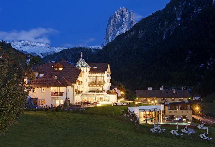 Alpenheim Charming & Spa - Abends Herbst