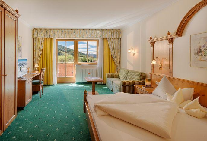 Lassen Sie sich entführen in eine der schönsten Gegenden Südtirols – dem Ahrntal. Es erwartet Sie ein Urlaubsort geprägt von Herzlichkeit, familiärer Atmosphäre, Natur, Ruhe und natürlich viel Spaß