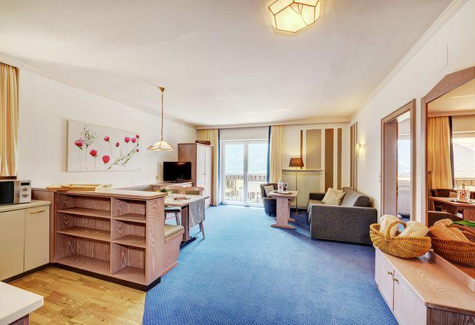 Herzlich Willkommen im neuen 4-Sterne Apartmenthotel Residenz Ritterhof. Genießen Sie Ihren Traumurlaub, mit persönlichem Service, inmitten der traumhaften Südtiroler Natur.