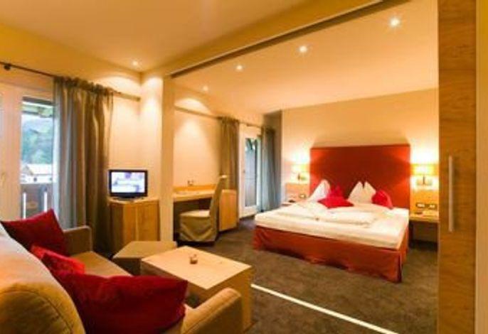 Ihr Hotel in Dorf Tirol bei Meran: Panoramahotel Kronsbühel mit Panoramablick auf Schloss Tirol in ruhiger Lage.