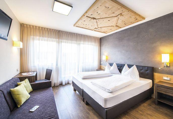 Zum Tiroler Adler ist ein familiengeführtes Hotel und Restaurant im Zentrum von Dorf Tirol bei Meran. Idealer Ausgangspunkt für Spaziergänge, Themenwege und Wanderungen. Geniessen Sie unsere Service Plus Halbpension mit à la carte