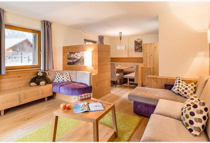 Familien- und kinderfreundliches Hotel mit neuem Erlebnisbauernhof sowie Spielscheune; Kinderanimation. 36 Familiensuiten (mit getrenntem Kinderzimmer)