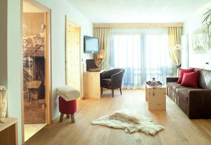ABINEADolomiti Romantic SPA Hotel ****###br######br######br###Willkommen im 4 Sterne SPA Hotel in Kastelruth; natürliche Materialien in modernem alpenländischem Stil, neue Zimmer und Wellnessbereich mit Beautyanwendungen.