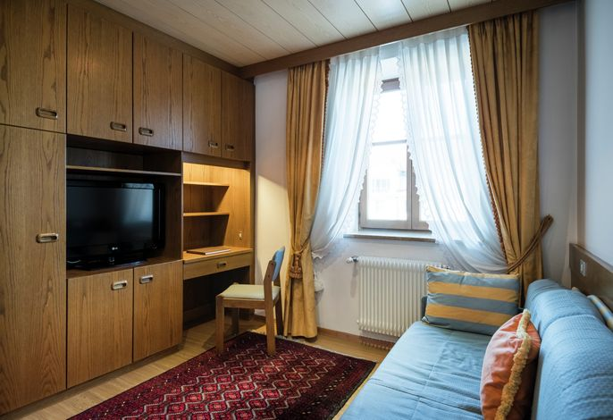 Anhalten, verweilen und genießen im Hotel Corso Am Graben. Zentral in der Stadt Bruneck am Kronplatz gelegen, bietet es den idealen Ausgangspunkt zum Skifahren und Wandern, Shoppen und kulinarischem Schlemmen.
