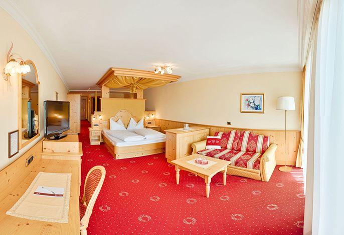 Familiär geführtes 4-Sterne Wellness- und Wander-Hotel mit Blick zu den Dolomiten und ins Eisacktal aus jedem Zimmer. ###br###Zentrale Lage im Herzen Südtirols: idealer Ausgangspunkt für Ausflüge in das ganze Land
