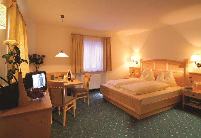 TONZHAUS Hotel & Restaurant