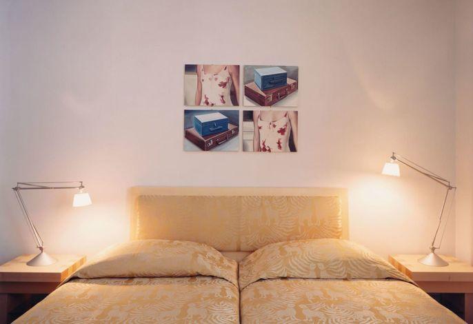 Das Hotel Greif liegt am Waltherplatz. Nach dem Umbau im Jahre 2000, präsentiert es heute eine perfekte Symbiose zwischen antik und modern, mit 33 künstlerischen Zimmern, einem Frühstückssaal mit Blick auf die Dolomiten und der Grif