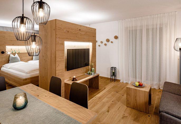 AMOLARIS Private Garden Chalets & Residence: 8 exklusive Chalets mit privatem Garten und private SPA, 6 Apartments, Indoorpool mit Wellnessbereich, Badeteich und kleines Restaurant
