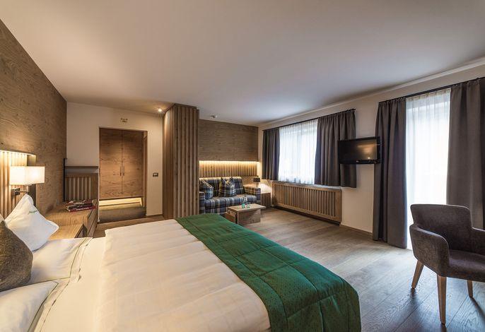 Willkommen im vier Sterne Hotel Mignon.###br###Umgeben von den majestätischen Dolomiten nistet das Wellnesshotel Mignon in der idyllischen Fußgängerzone ###br###von Wolkenstein. Hier werden noch drei Landessprachen gesprochen.