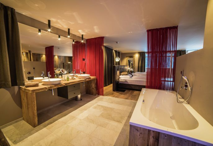 Das Vitalpina Hotel Waltershof **** liegt in St. Nikolaus im Ultental und hat sich auf das Aktivsein in alpiner Landschaft, Wandern, gesunde, regionaltypische Ernährung und Wohlfühlanwendungen aus heimischen Naturprodukten spezialisiert.