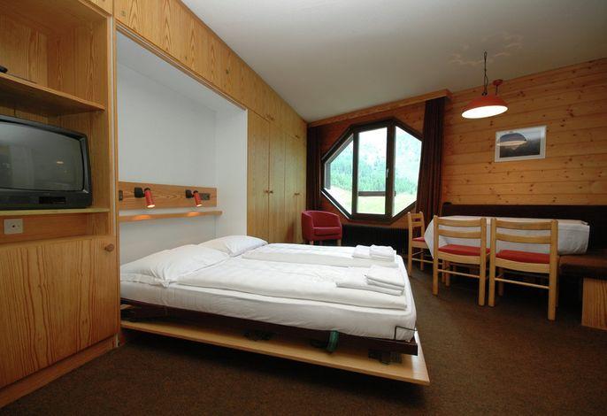 Leben Sie richtig auf! In den familiären Ferien-Appartements, nur 50m von der Talstation der Schnalstaler Gletscherbahnen und den Liftanlagen entfernt.Urlauben Sie mitten im Ski -und Wanderparadies des Schnalstal.
