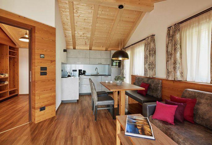 Wohnen in ausgesprochen komfortablen, umfassendst, ausgestatteten Apartments,###br###in herrlicher Panoramalage mitten im Grün umgeben von der beeindruckenden Naturkulisse im Herzen der Dolomiten.