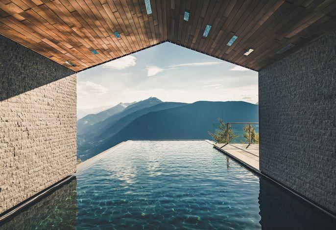 Infinity Pool ganzjährig geöffnet mit 32 Grad Salzwasser
