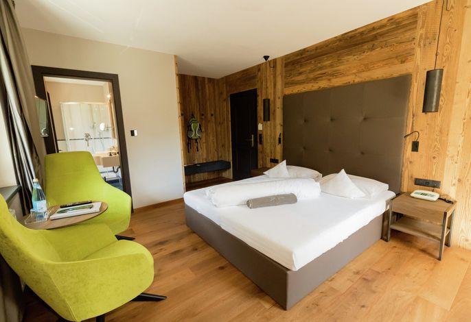 Urlaub im 4*Hotel Avidea! Wellness und Wandern inmitten saftiger grüner Wiesen, direkt am Waalweg und mit einmaligen Ausblick über die Kurstadt Meran,das ist Ihr Urlaub in Algund bei Meran in Südtirol. Wunderbare Alpenluft