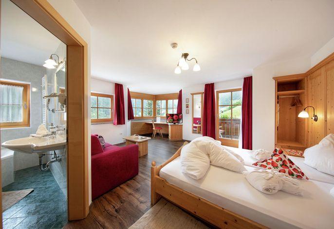 Unser kleines familiär geführtes Beerenhotel verfügt über 27 Zimmer und liegt im schönen und naturbelassenen Martelltal, eines der ursprünglichsten Nebentäler des Vinschgaus.