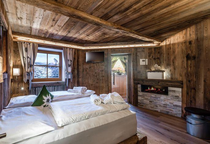 Das 4 Sterne Wander- Wellnesshotel Südtirol mit interessantem Aktivprogramm###br###und der sagenhaften Schlössl- Unterhaltungsbühne in den Dolomiten