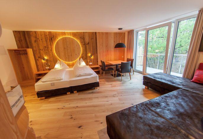 Herzlich willkommen in unserem familiär geführten Aktiv- und Relaxhotel, in ruhiger Panoramalage am Ortsrand von Steinegg gelegen. Ob beim Biken, Wandern oder relaxen im neuen Wellnessbereich: lassen Sie es sich gut gehen!