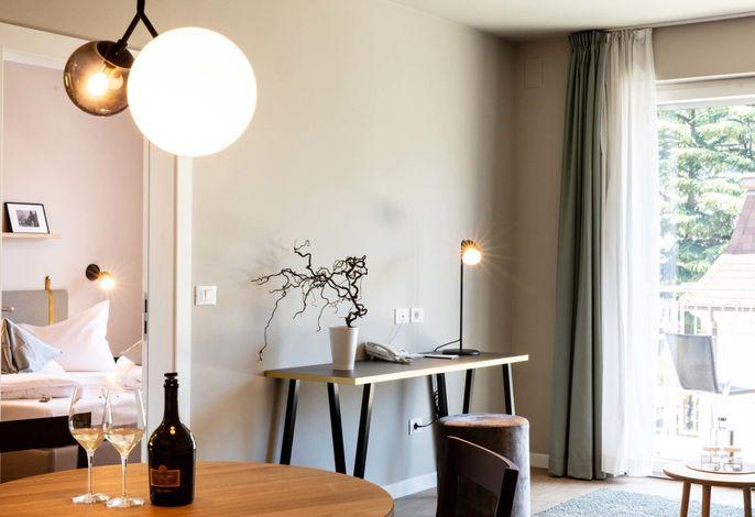 Das City Hotel Meran: frischer, zeitgemäßer Stil in bester Stadtlage. Wohnen in großzügigen Suiten. Speisen im Restaurant City bei mediterranen Gerichten voller Innovation und Fantasie. Entspannen bei Fitness & Spa-Anwendungen. Parken in der Tiefgarage.