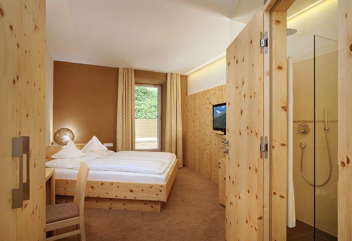 Das Hotel Madatsch in Trafoi begeistert mit familiärer Gastlichkeit und liebe zum Detail, in bester Lage direkt an der Piste zum Familienskigebiet Furkelhütte Trafoi. Ein idealer Urlaubsort für Skifans, Aktivsportler,  Familien und Erholungssuchende.