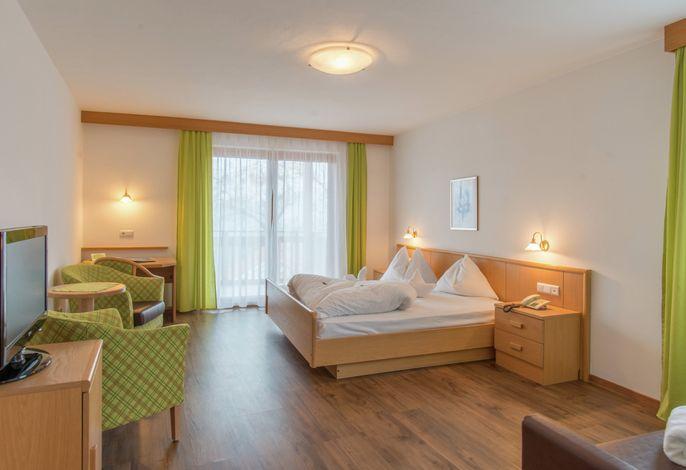 Den eigenen Rhythmus finden. Im Hotel Meinhardt bei Meran begrüßen Sie Gelassenheit und Ruhe. Das Hotel Meinhardt bei Meran ist der ideale Ausgangsort für ausgiebige Wandertouren in den umliegenden Bergen.