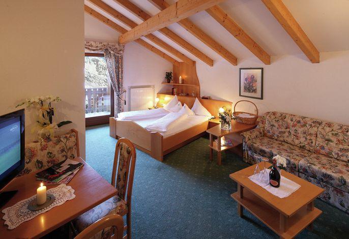 Das Berghotel Ratschings befindet sich direkt an der Skipiste des Skigebiets Ratschings-Jaufen. Rundum wird der Gast verwöhnt. Im Winter lockt das Skifahren - im Sommer das Wandern in der Umgebung.