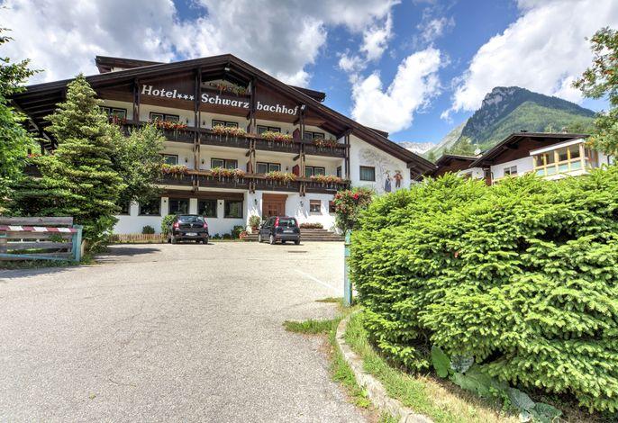 Hotel Schwarzbachhof Front im Sommer
