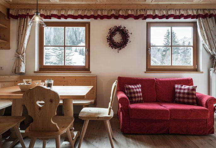 Unser neuumgebautes Haus, in ruhiger zentraler Lage bietet eine familiäre Atmosphäre. Kombiniert mit einer gepflegten Küche lässt sie unsere vielen Stammgäste wiederkehren.
