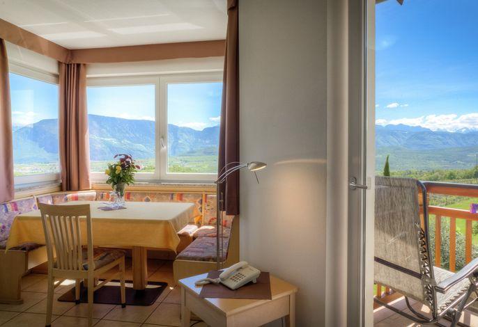 Appartements, Ferienwohnungen, Suiten und Zimmer im Süden Südtirols | Wellness & Beauty in familiärem Ambiente | Natur genießen zwischen idyllischen Weinbergen, Badeseen und Berggipfeln