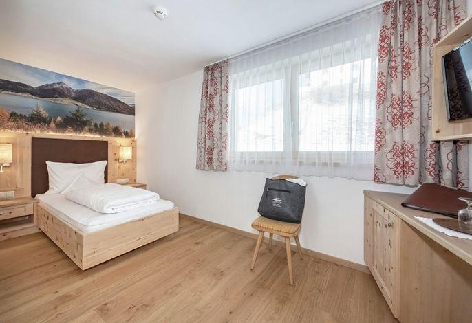 Das kleine, behagliche und sehr persönlich geführteHotel Theiner am Reschenpassim Vinschgau bietet Ihnen modernen Komfort und freundliche Atmosphäre für einen rundum erholsamenUrlaub im Obervinschgau.