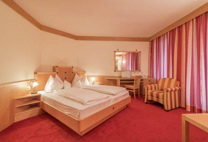 FERIEN PUR - INKLUSIVURLAUB das ganze Jahr, Sommer wie Winter auf der Alpensüdseite - Südtirol. So lautet das vielversprechende Motto unseres behaglichen ****Sterne Hauses.