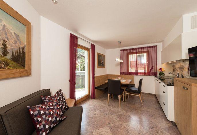 Unser im Grünen gelegenes Haus verfügt über vier komplett neuen und gemütlich eingerichteten Wohnungen, von welchen Sie einen wunderschönen Ausblick genießen können.