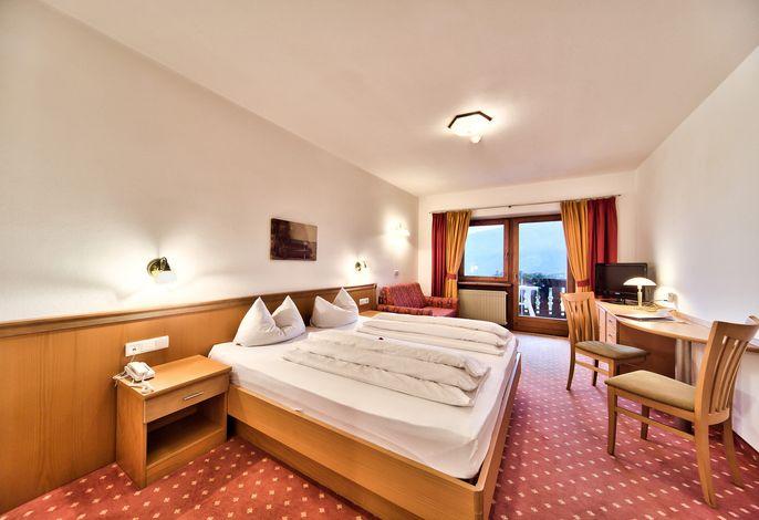 Willkommen im neuen Hotel-Garni KATNAU! Ein herrlicher Panoramablick auf Meran und die umliegende Bergwelt erwartet Sie in unserer Frühstückspension in ruhiger und doch zentraler Lage.