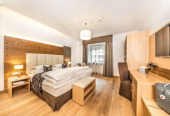 Das kürzlich renovierte Hotel Laurin liegt im Ortskern Wolkensteins; bester Ausgangspunkt zu den Hauptpisten der Sella Ronda als auch für geruhsame Spaziergänge in den Dolomiten.