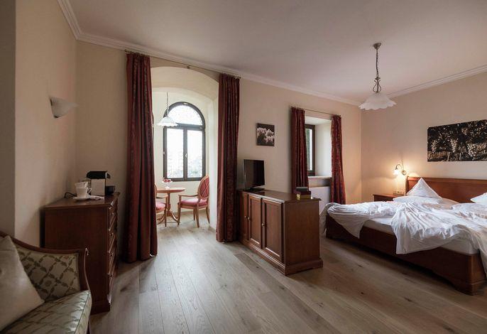 Ein Ort der Ruhe und Geborgenheit. Ein stilvolles Haus mit Geschichte und Tradition. Eine Familie, die sich auf Sie freut. - Das ist Schloss Plars! -