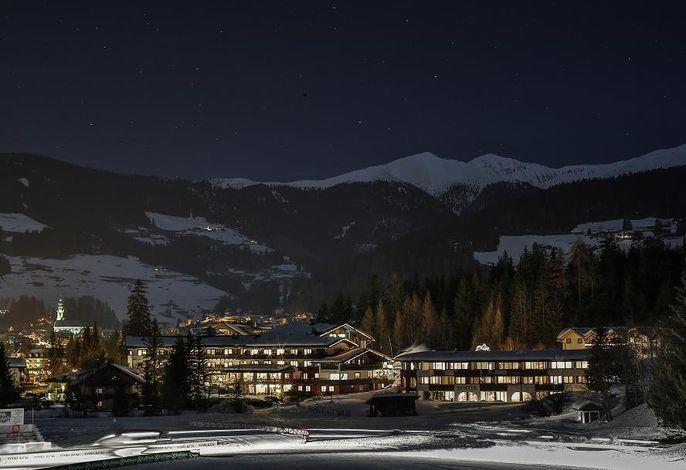 Romantik Hotel Santer by night