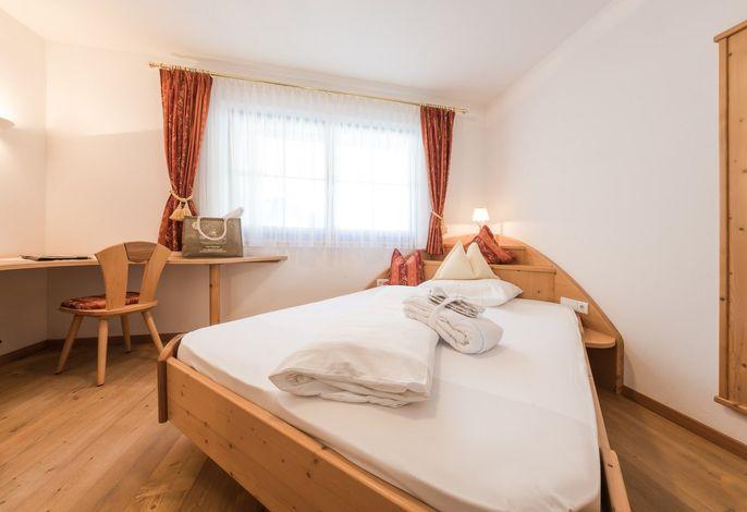 Unser gehobenes Wohlfühl- und Naturhotel Gruberhofliegt in ruhiger, freier Panoramalage oberhalb von Schenna