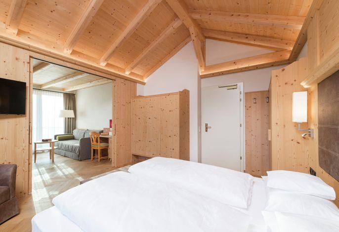 Ideales Haus für schöne, erholsame Urlaubstage. Ruhige und landschafltich reizvolle Lage, inmitten eines großen Privatparks. Viel Komfort, ausgezeichnete Verpflegung in stilvoller Südtiroler Behaglichkeit.