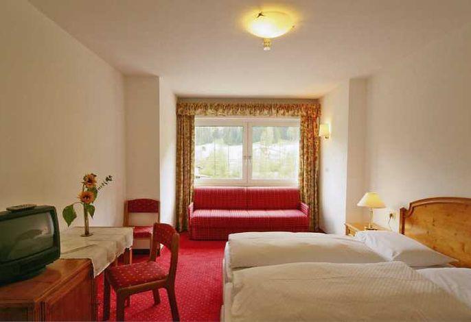 Ein Haus zum Verlieben...ist unser Hotel Waldheim *** S, mitten in den Sextener Dolomiten. Hier finden Sie all das, was man für einen angenehmen, erholsamen, unvergesslichen Urlaub braucht.