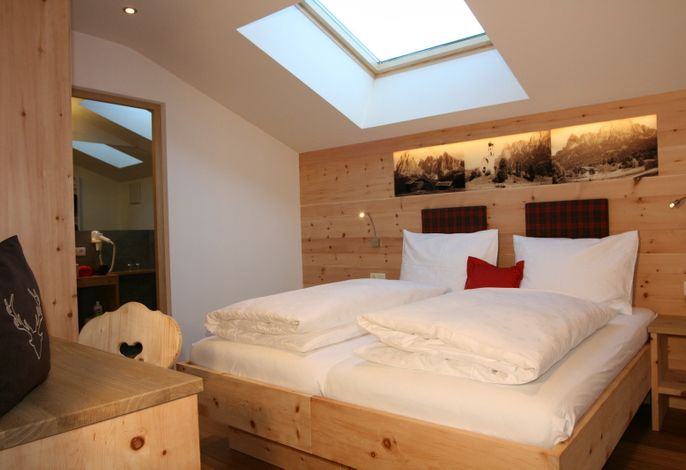 Neue, hübsche Ferienwohnungen im charmanten Stil der Südtiroler Bergbauernhöfe. Zeitgemäß gebaut im Sinne der Nachhaltigkeit und baubiologischen Grundsätzen: von der Dämmung bis zum Bett.###br######br######br###