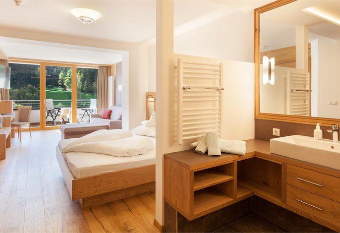 Viele Einzelheiten machen aus Ferien einen Erlebnisurlaub. Bei uns genießen Sie alle Vorteile eines typischen Familienbetriebes, in dem man Wert legt auf eine persönliche Betreuung der Gäste. Moderne Gastlichkeit im Tiroler Stil.