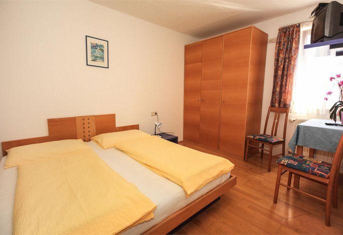 Unser Gasthof verfügt über 16 Zimmer mit Dusche/WC und Direktwahltelefon.