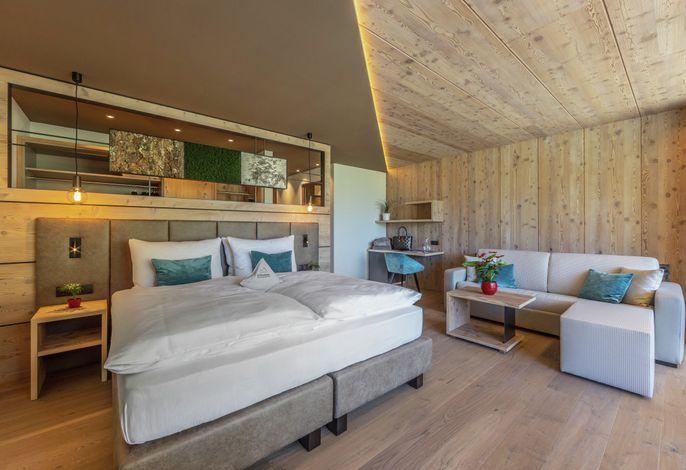 Das komfortable Wander- und Skitourenhotel in einmaliger Lage. Zahlreiche Wandermöglichkeiten direkt vor der Haustür - von sehr leicht bis anspruchsvoll. Saunalandschaft und familiäre Athmosphäre. Sehr gute Küche.